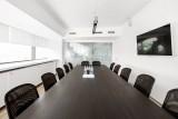 Большая переговорная комната