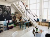 Кухонный уголок и лестница