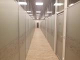вид коридора со смарт-офисами