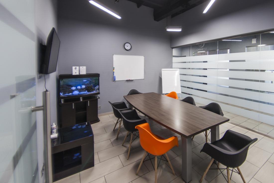 Малая переговорная комната